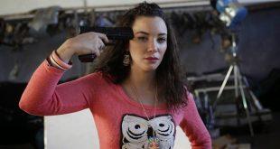 لبنى أبيضار ترتكب الغناء + فيديو