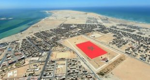 مرفوعا على مروحية :مدينة الداخلة المغربية تستعد لتصميم أكبر قفطان في العالم