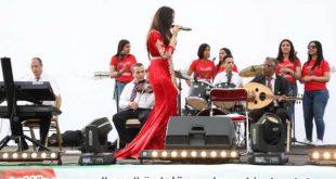 """بالصور : النجمة حنان السبتي تبهر جمهور الحي المحمدي في حفل تتويج فريق """"الطاس"""""""